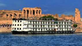 Kom-Ombo temples from the Nile river (Egypt). Panoramic view of the access to the Kom-Ombo temples and boat passengers from the Nile river (Egypt royalty free stock photo