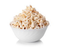 Kom popcorn op witte achtergrond wordt geïsoleerd die Royalty-vrije Stock Fotografie