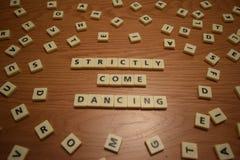 Kom strikt dansend stock afbeeldingen