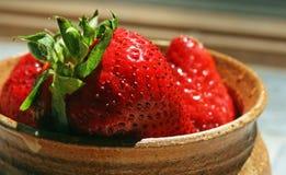 Kom van Aardbeien Royalty-vrije Stock Foto's