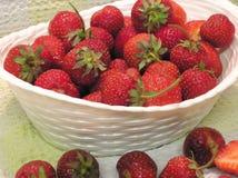 Kom van Aardbeien royalty-vrije stock afbeelding