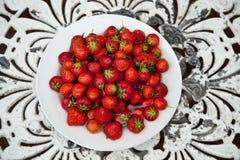 Kom van aardbeien Stock Foto's