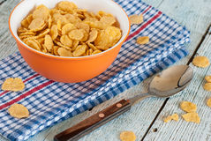 Kom van cornflakes Stock Foto