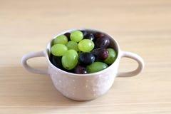 Kom van Druiven Stock Foto's