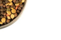 kom van een hond die met vleesvoer op witte exemplaarruimte wordt geïsoleerd Royalty-vrije Stock Afbeelding