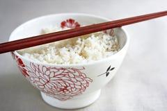 Kom van rijst en eetstokjes Stock Afbeelding