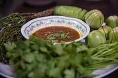 Kom van Spaanse peper met peper en bonen Stock Afbeeldingen