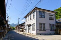 Komaba gammal shoppinggata i den Achi byn, sydliga Nagano, Japan Royaltyfri Bild