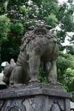 Komainu llamó a menudo los león-perros, Japón imagenes de archivo