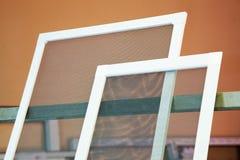 Komar sieci dla plastikowych okno Fotografia Stock