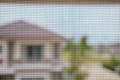 Komar sieci druciany ekran na domowej nadokiennej ochronie fotografia stock