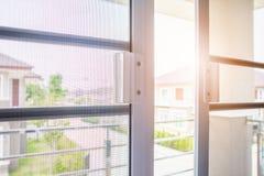 Komar sieci druciany ekran na domowej nadokiennej ochronie obraz stock