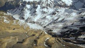 Komarnica nad snowcapped halnymi panoramy zimy krajobrazu alps lodowami zdjęcie wideo