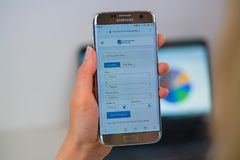 Komarnicy Turkmenistan linii lotniczych strona internetowa na telefonie komórkowym obrazy stock