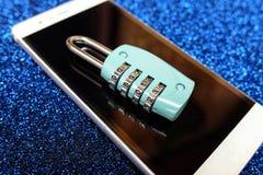 Kombinacja kędziorek na smartphone Fotografia Royalty Free