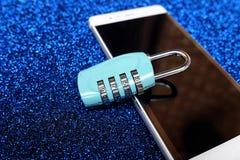 Kombinacja kędziorek na smartphone Obrazy Royalty Free