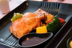 Kombinacja Piec na grillu stek i kurczak Zdjęcia Royalty Free