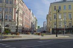 Kombinationen av olika stilar av arkitektur i Moskva Arkivbilder