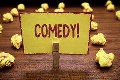 Komedi för ordhandstiltext Affärsidéen för yrkesmässiga underhållningskämt skissar gör åhörare att skratta humor royaltyfria bilder