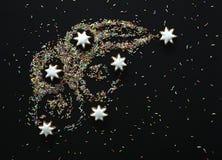Komeet van Kerstmiskoekjes en suikergoed gekleurd bovenste laagje Stock Foto's