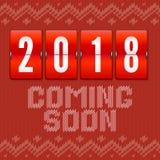Komend het nieuwe jaar van spoedig 2018, concept kaart op de achtergrond van het gebreide patroon Analoge jaarteller op achtergro Stock Foto