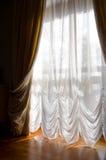 komfort skapar gardiner royaltyfri bild
