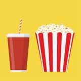Komhoogtepunt van popcorn en glas van drank Royalty-vrije Stock Afbeeldingen