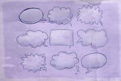 Komiczek chmury z antyk bazą, ilustracja wektor