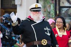Komiczka wachluje w 73th Rocznego Nisei tygodnia Uroczystej paradzie obrazy royalty free