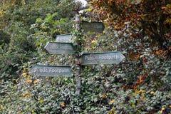 Komicznie znak dla jawnego footpath Fotografia Stock