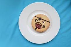 Komiczny ciasto pirat na talerzu fotografia stock