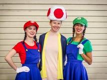 Komiker lurar toppna Mario Cosplayers arkivfoto
