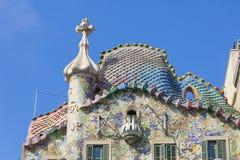 Komin z krzyżem i dach Casa Batllo projektujący Gaudi Barcelona Obraz Stock