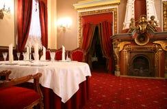 kominka restauraci stół Zdjęcia Royalty Free
