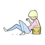 komische Karikaturfrau, die auf Paketkasten sich lehnt Stockfotografie