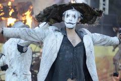 Komische Theater-ex Feuer-Show lizenzfreie stockbilder