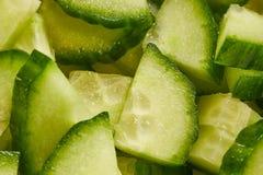 Komkommer aan stukken wordt gesneden dat Royalty-vrije Stock Afbeeldingen
