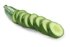 Komkommer die in plakken wordt gesneden Royalty-vrije Stock Foto's