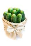 Komkommers in een mand royalty-vrije stock afbeelding