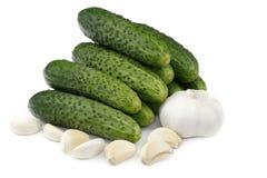 Komkommers en knoflook royalty-vrije stock afbeeldingen