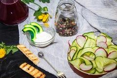 Komkommers, gesneden dun plakken †‹â€ ‹ royalty-vrije stock fotografie