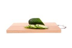 Komkommers op de scherpe raad Stock Afbeelding