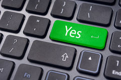 komm överens att begrepp skriver in tangenttangentbordet ja Arkivfoto