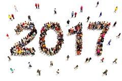 Komma med i det nya året Stor grupp människor i formen av 2017 som firar nya framtida mål för år eller och tillväxtbegreppsnolla Arkivfoton