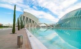 Kommande aftonmöte på L ` som är halvklotformig i Valencia, stad av konster och vetenskaper arkivfoton