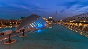 Kommande aftonmöte på L ` som är halvklotformig i Valencia, stad av konster och vetenskaper arkivfoto