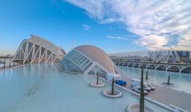 Kommande aftonmöte på L ` som är halvklotformig i Valencia, stad av konster och vetenskaper royaltyfri foto