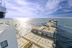 Kommande behållarelastfartyg Royaltyfri Fotografi