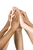 kommande grupphänder isolerade tillsammans white Royaltyfri Foto