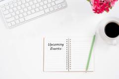 Kommande händelsemeddelande för begrepp på anteckningsboken, tangentbord, med penci Royaltyfria Foton